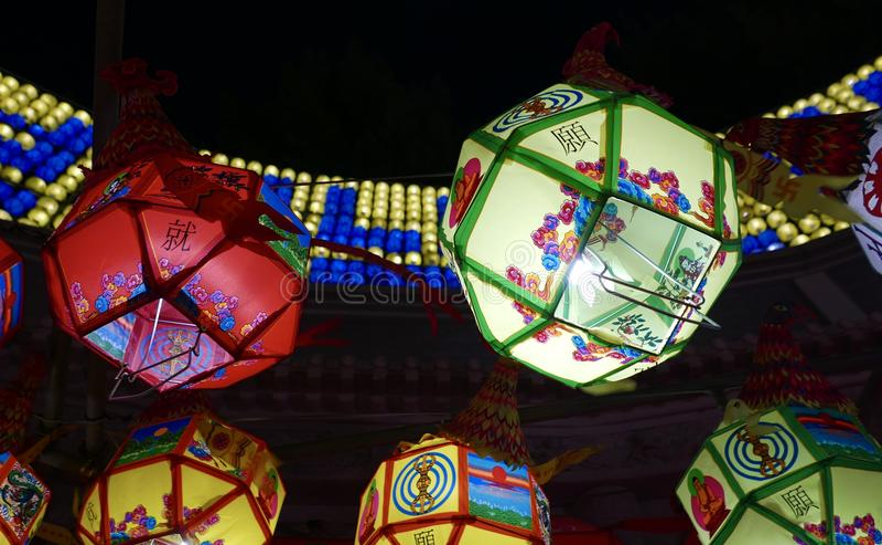 Busan, Coreia 4 de maio de 2017: Templo de Samgwangsa decorado com lanternas fotografia de stock