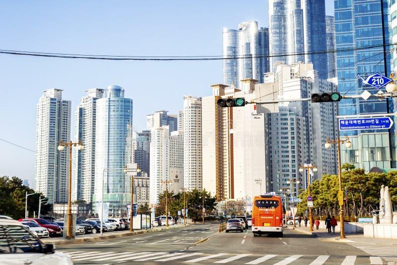 Busan Sydkorea, 01/01/2018 Modern gata på stranden med högväxta byggnader arkivbild