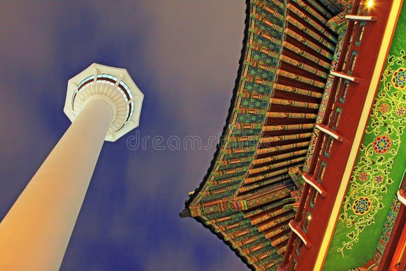 Busan torn på natten royaltyfri fotografi