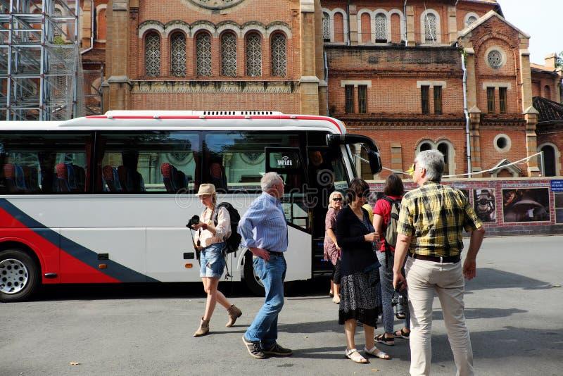 Busausflugtransport-Kaukasierreisender lizenzfreie stockbilder