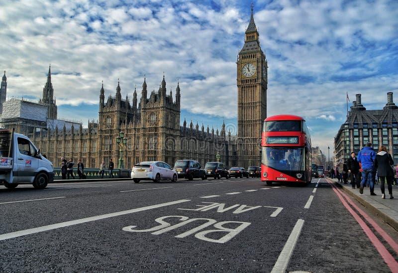 Busfahrstreifen in London stockfoto