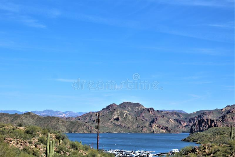 Bush huvudväg, Saguaro sjö, Tonto nationalskog, Maricopa County, Arizona, Förenta staterna arkivfoto