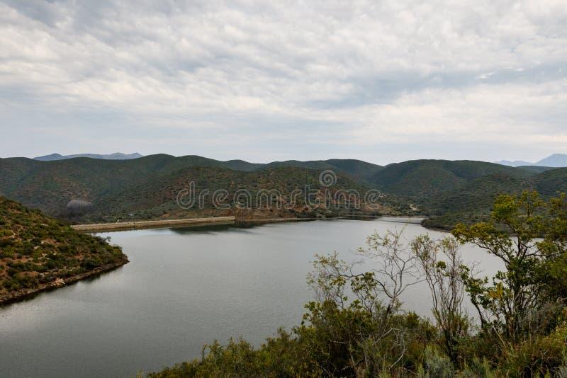Bush-mening van de dam in Calitzdorp royalty-vrije stock afbeelding
