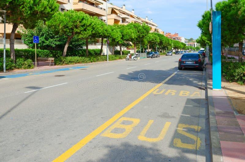 Bushalte in populaire toevluchtstad van Lloret de Mar, Spanje stock foto's