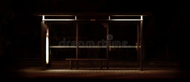 Bushaltestelle lizenzfreie stockbilder