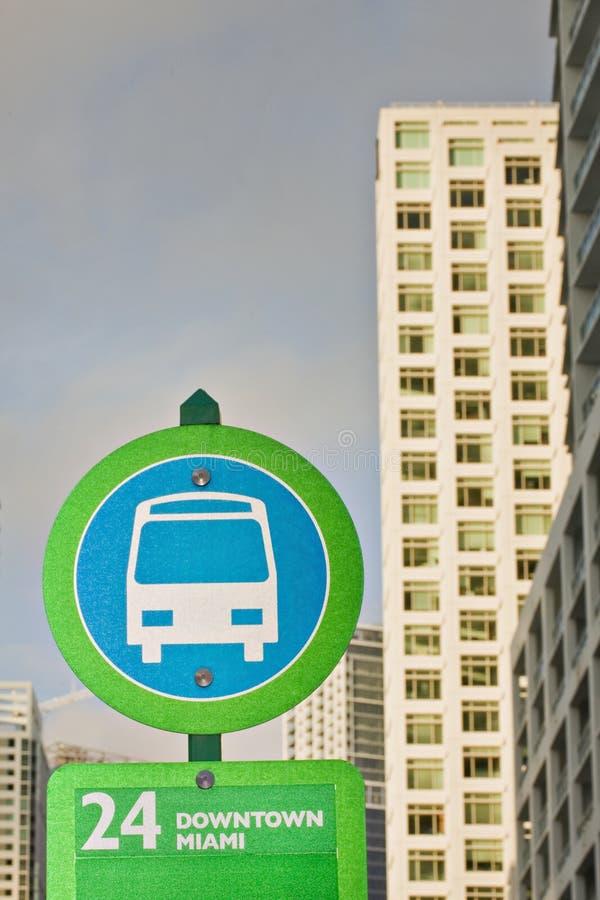 Bushaltestelle kennzeichnen innen Miami lizenzfreies stockfoto