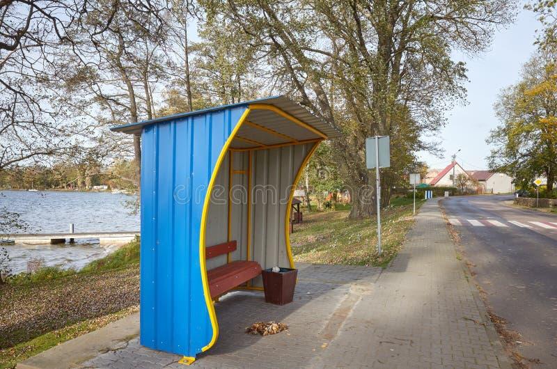 Bushaltestelle in Stare Drawsko, Polen stockbilder