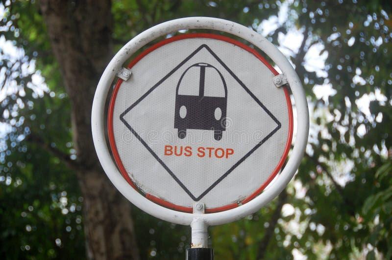 Bushaltestelle-Verkehrsschild an der männlichen Stadt Malediven stockfotografie