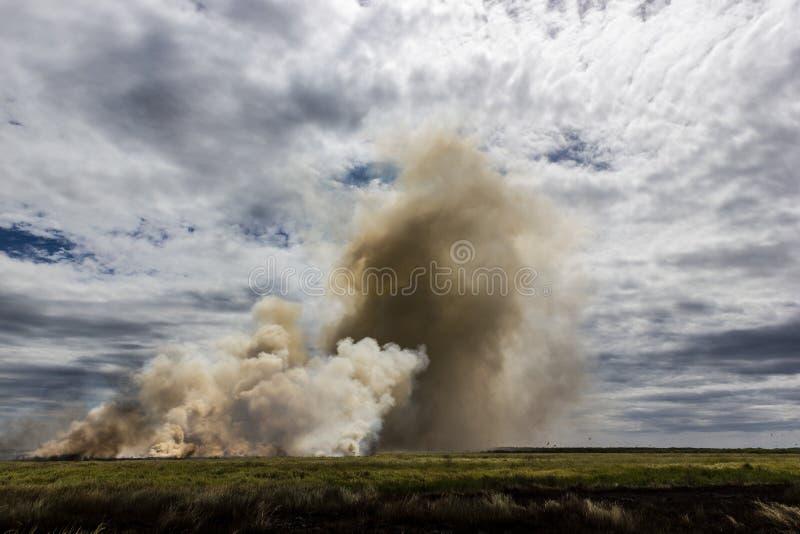 Bushfire controlado en el parque nacional de Kakadu, Territorio del Norte, Australia foto de archivo libre de regalías