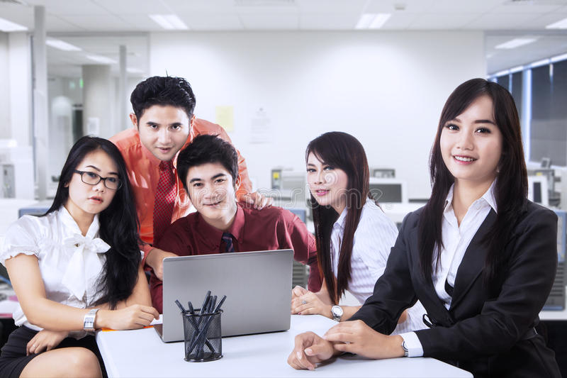 Download Business Manager And Team In Office Stock Image - Image: 32209647