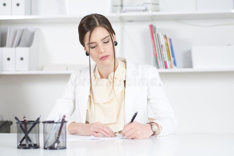 Бизнес девушка модель работы работа в котово