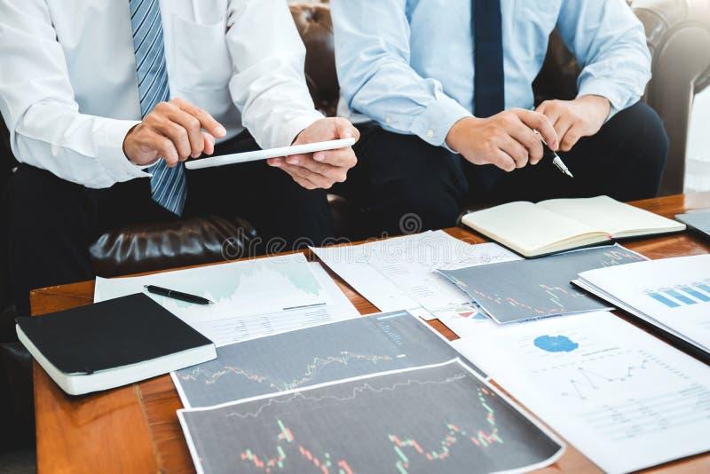 Business Team Investimento Empreendedor Negociação e análise do mercado de ações em gráfico,conceito de gráfico de ações fotografia de stock royalty free