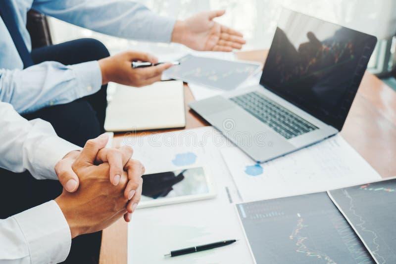 Business Team Investimento Empreendedor Negociação e análise do mercado de ações em gráfico,conceito de gráfico de ações imagem de stock