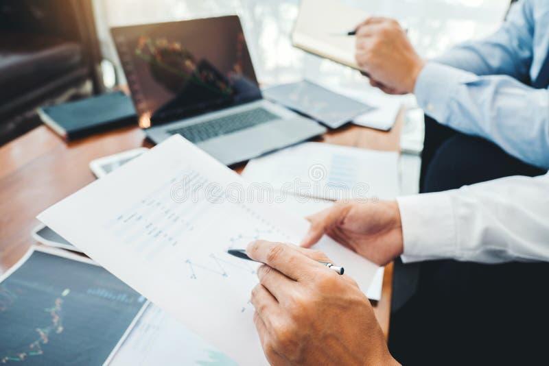 Business Team Investimento Empreendedor Negociação e análise do mercado de ações em gráfico,conceito de gráfico de ações fotografia de stock