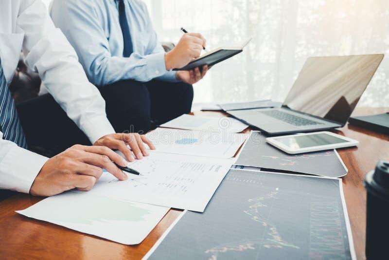 Business Team Investimento Empreendedor Negociação e análise do mercado de ações em gráfico,conceito de gráfico de ações foto de stock