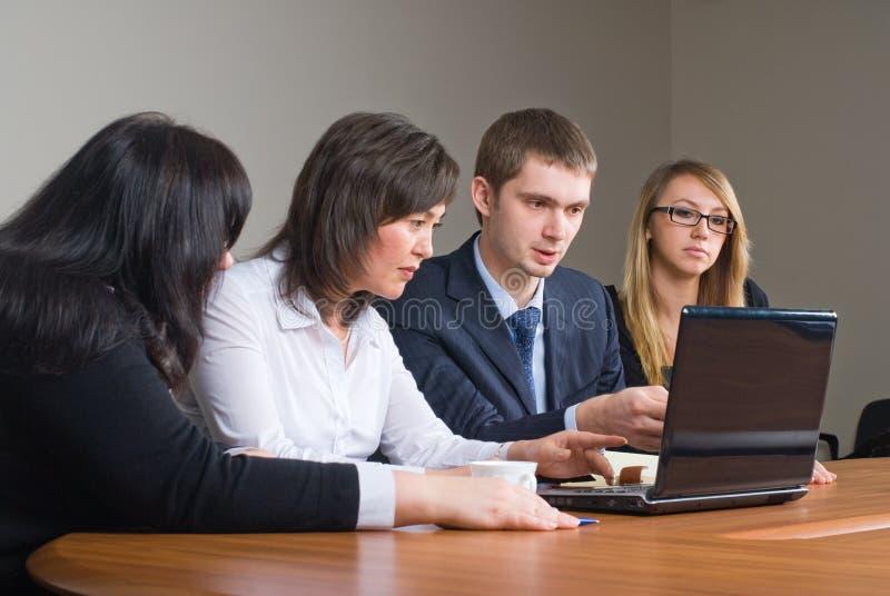 Businessgroup com portátil fotografia de stock