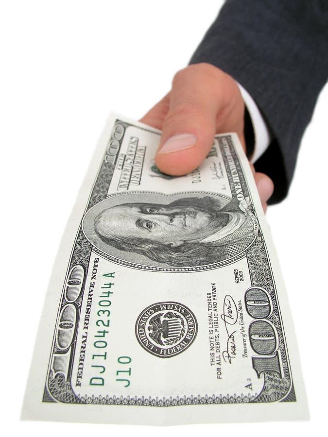 Businessmanâs Hand, die hundert Dollarschein anbietet