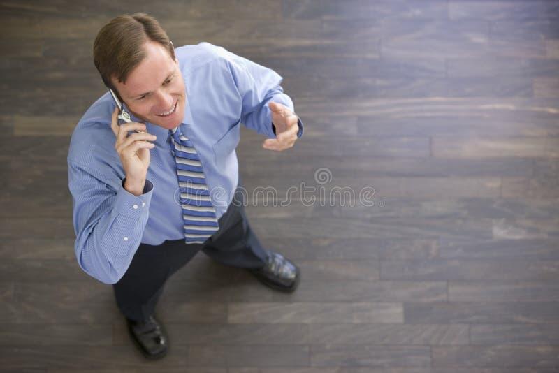 businessman cellular indoors phone standing using στοκ εικόνα