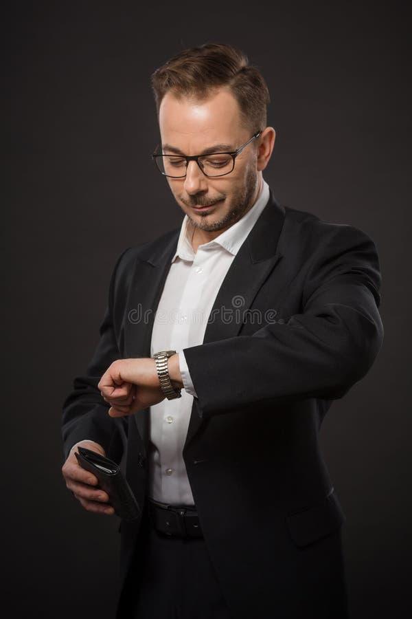 businessman checking time στοκ φωτογραφία