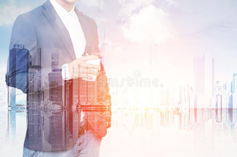 Businessman& x27; s torso en grote stad royalty-vrije stock afbeeldingen