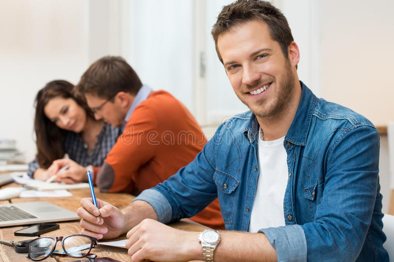 businessman smiling successful στοκ εικόνα με δικαίωμα ελεύθερης χρήσης