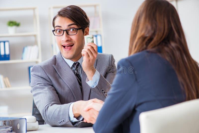 Businessmanbeing предложило взятку для ломать закон стоковое изображение