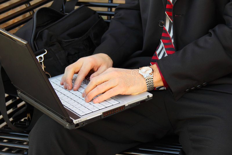 businessmans现有量膝上型计算机 免版税图库摄影