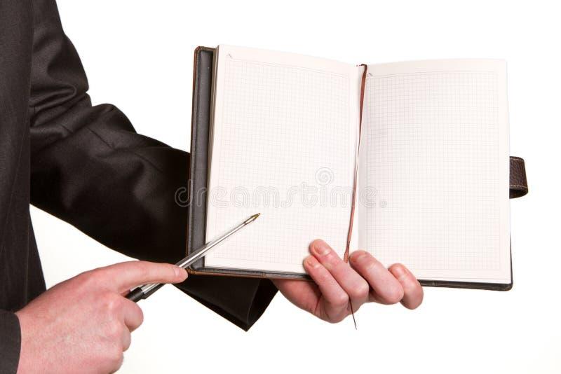 Download Businessmans Ręka Trzyma Pióro Prosi Podpis Na Docu Zdjęcie Stock - Obraz złożonej z znak, grafika: 28972090