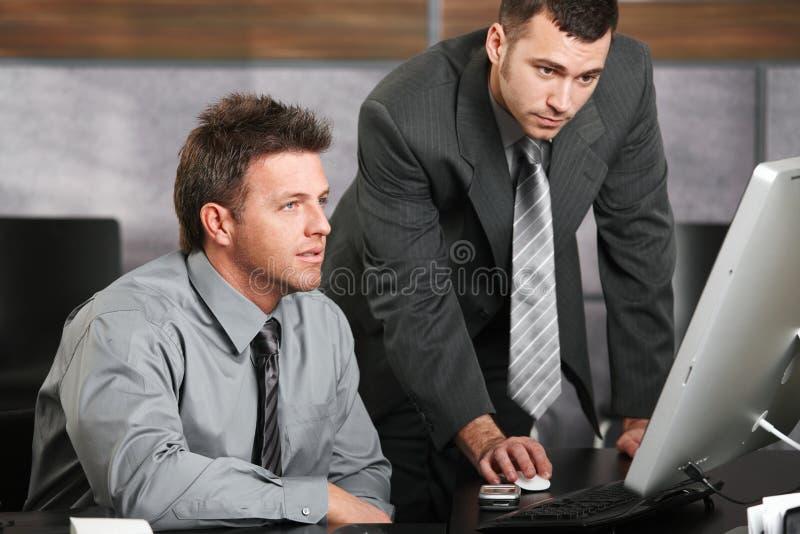 businessmen computer working στοκ φωτογραφίες με δικαίωμα ελεύθερης χρήσης