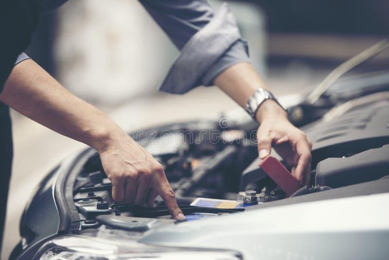 Businessmen help businesswomen check and repair broken cars royalty free stock images