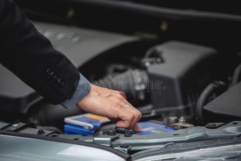 Businessmen help businesswomen check and repair broken cars stock images