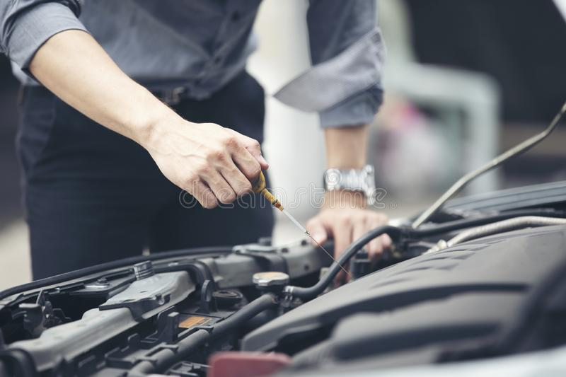 Businessmen help businesswomen check and repair broken cars stock image