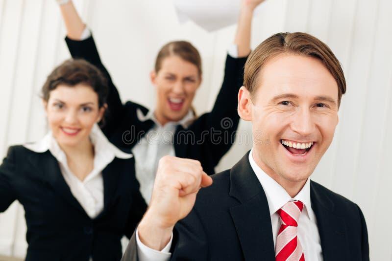 Download Businesspeople μεγάλος έχοντας την επ Στοκ Εικόνες - εικόνα από έκθεση, θηλυκό: 13178684
