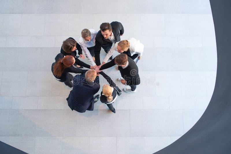 Businesspeople με τα χέρια τους από κοινού στοκ εικόνες