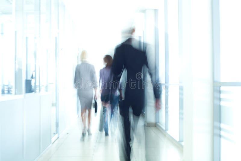 Περπάτημα Businesspeople στοκ εικόνες