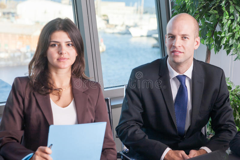 Businesspeople σε ένα λιμενικό γραφείο στοκ φωτογραφία