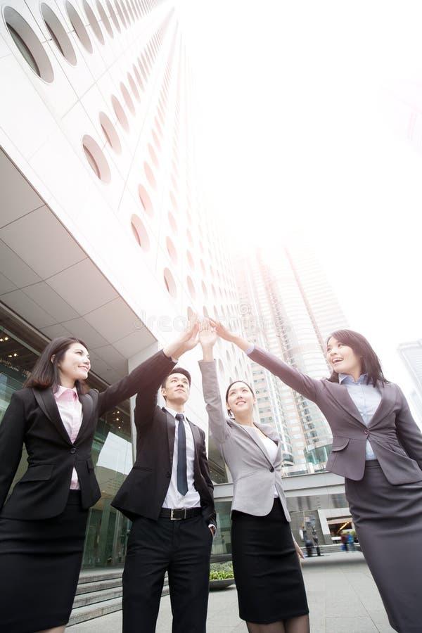 Businesspeople ger fem arkivbild