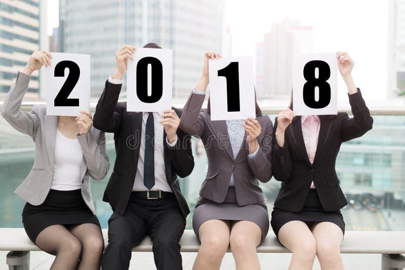 2018 businesspeople med affischtavlan royaltyfri bild
