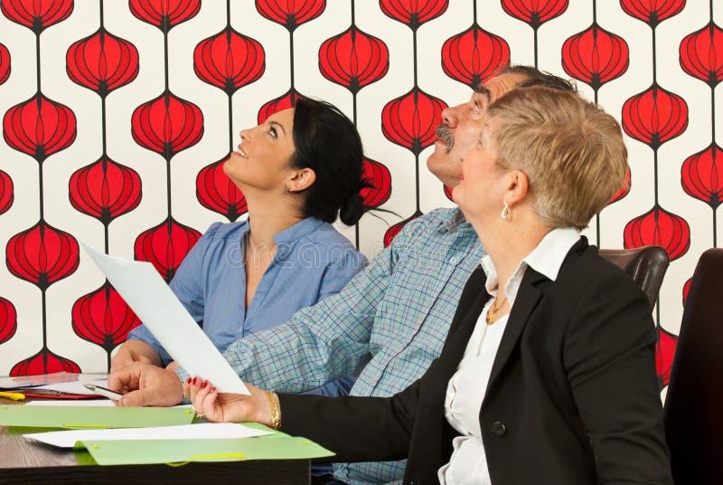 Businesspeople op vergadering die omhoog kijkt royalty-vrije stock foto