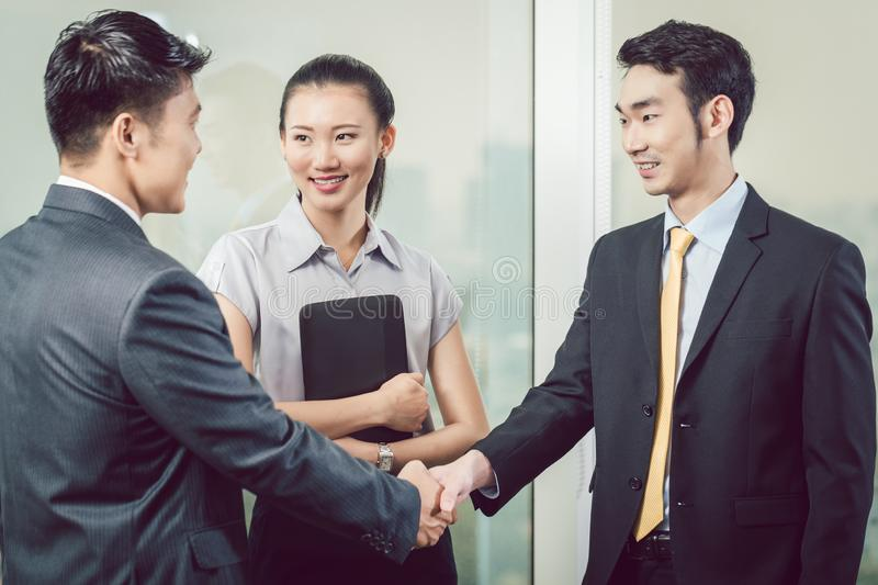 Businesspeople shaking hands royalty free stock photos