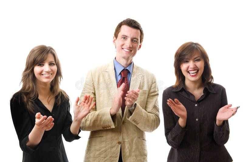 businesspeople som applåderar att le för grupp royaltyfri foto