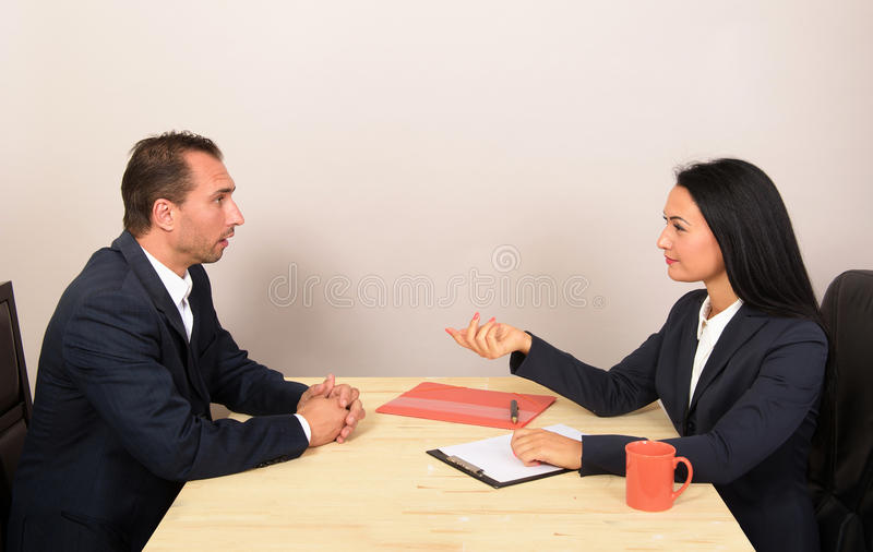 Download Businesspeople Som Sitter På Tabellen Arkivfoto - Bild av caucasian, formellt: 78725748