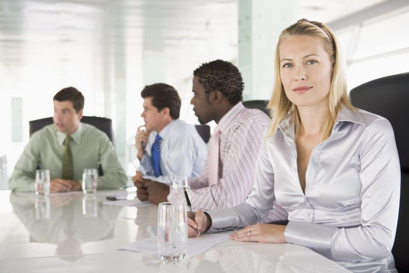 Businesspeople vier die vergadering heeft royalty-vrije stock afbeeldingen