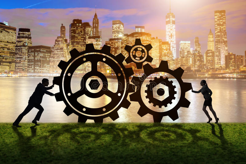 Businesspeoplena i teamworkexempel med kugghjul royaltyfria bilder