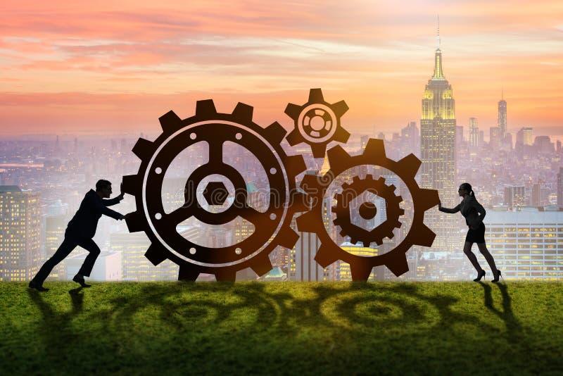 Businesspeoplena i teamworkexempel med kugghjul royaltyfri bild