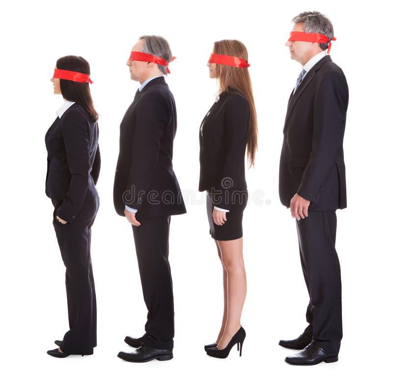 Businesspeoples ögon som täckas med bandet arkivfoto