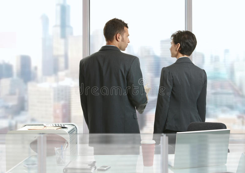 businesspeoplesamtal royaltyfri foto