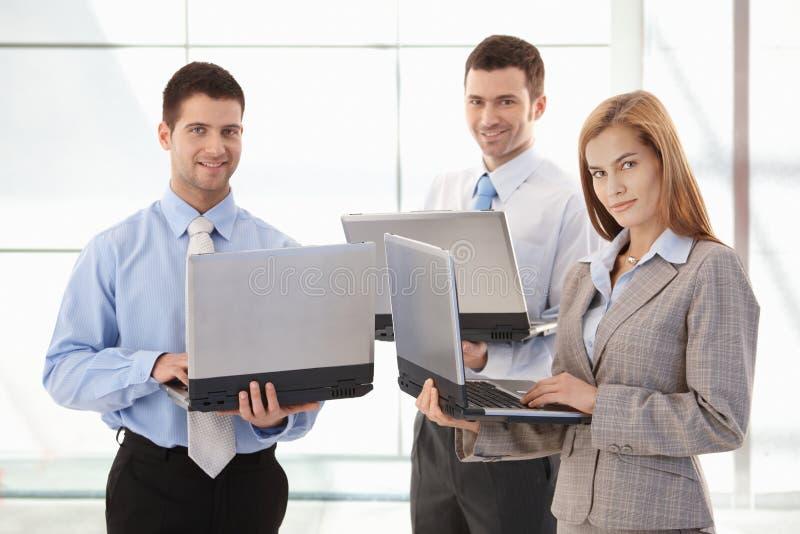businessteam βέβαια εργασία χαμόγε&lambd στοκ εικόνες