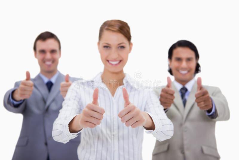 Businessteam che dà i pollici su fotografia stock libera da diritti