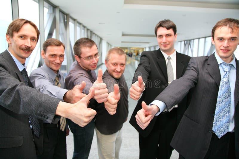 Businessteam con los dedos OK imagen de archivo